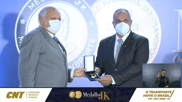 Hoje o presidente Daniel Bertolini, recebeu em Brasília a honraria medalha JK